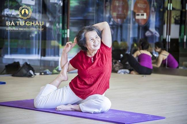 thoái hóa khớp gối có nên tập yoga